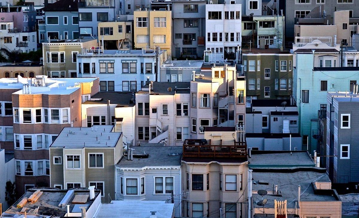 Landscape photo of many medium-sized apartment buildings